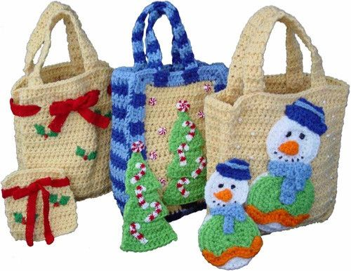 Aren't these crochet Christmas gift bags cute?