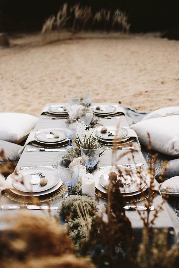 Beach wedding reception seating | Image by Keisy and Rocky