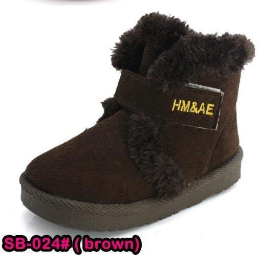 Sepatu boots light brown (SB-24)3 in stock Sepatu boots untuk anak perempuan dan laki-laki, terbuat dari katun lembut dan beralaskan karet sehingga tidak licin di gunakan untuk berlari. Dengan desain yang elegan sehingga cocok untuk dijadikan sepatu pesta, jalan-jalan atau sekolah. Rp. 120,000.00