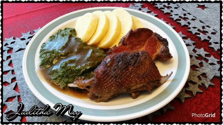 Husí prsa, uzená krkovice, špenát a domácí bramborový knedlík