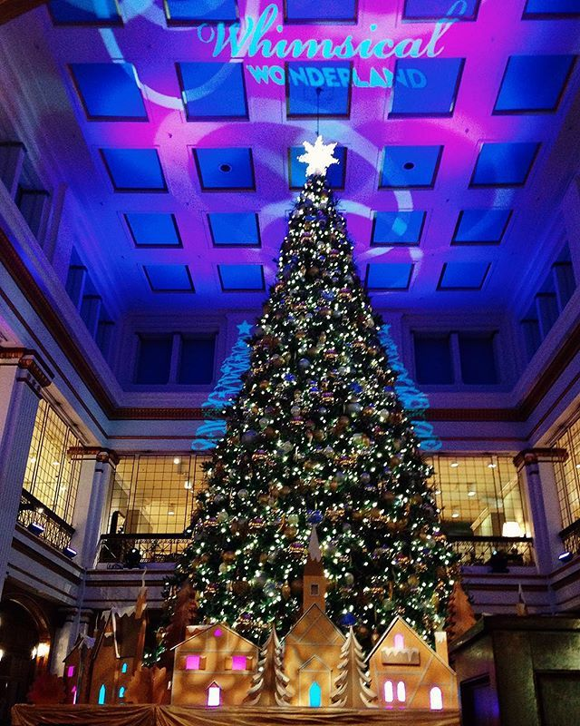 MACY S State Street Chicago  USA   The Great Tree in the Walnut339 best Marshall Field s Christmas images on Pinterest  . Macy Tree Lighting Chicago 2013. Home Design Ideas
