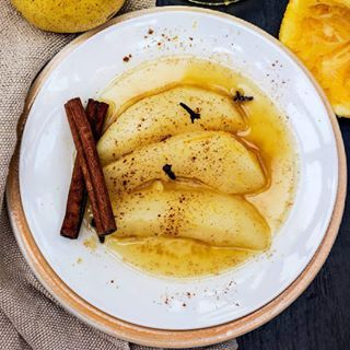 Poached pears in white wine and orange juice #poached #pear #orange #cinnamon #winter #desert #halewoodwhineandspirits #sweet #frenchcuisine #delish #foodbloggers #foodblog #recipe #spice #foodphotography #foodporn #foodpics #instafood #instafoodie #foodie