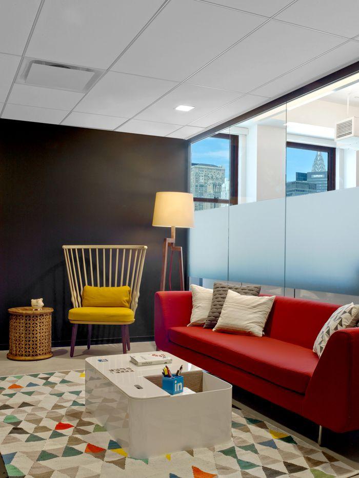 L'équipe new-yorkaise de Linkedin a récemment déménagé dans de nouveaux locaux situés au 22ème étage de l'Empire State Building. L'agence M Moser Associates a été chargée de faire apparaitre la culture et les valeurs de la société dans les bureaux, dans le but d'att