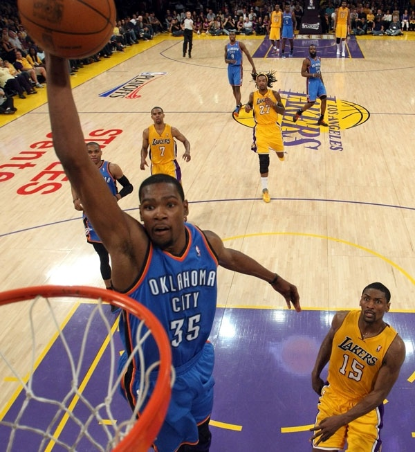 Check Out The Look On MWPs Face As KD Dunks It Thunder At Lakers