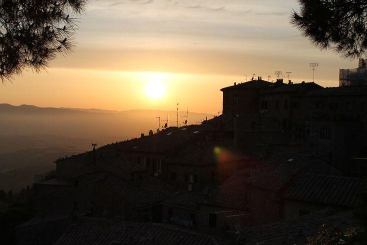 Romantický západ slnka v Toskánsku