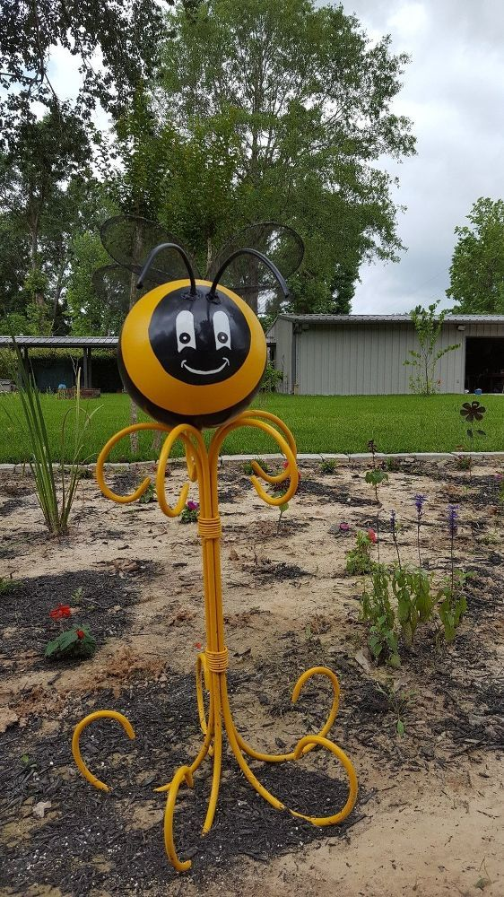 This is my first attempt with bowling ball garden art and my first time posting. Meet Queen Bee-atrise. [media_id:3423387] First, I painted the ball Marigold ye…