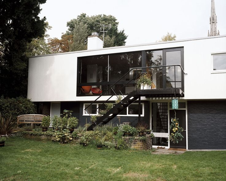 exterior detail: Span house, Blackheath England, designed by Eric Lyons c.1960's http://cimmermann.co.uk/blog/modernist-homes-uk-best/