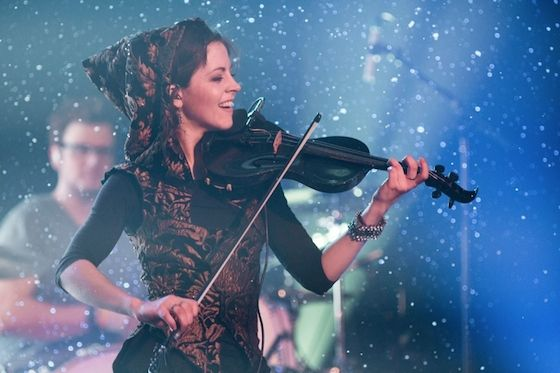 Lindsey Stirling discusses her Yamaha Electric Violin and her acoustic Roth Violin