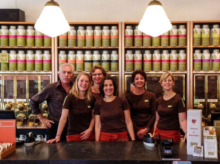Simon Levelt Groningen  Koffie- en theewinkel in Groningen  In 1997 openden Bob Dam en Heleen Appeldoorn hun Simon Lévelt koffie- en theespeciaalzaak in Groningen op het hoekje van de Zwanestraat en de Stoeldraaierstraat. Voor Bob en Heleen staat de kwaliteit van hun producten voorop. Passie voor koffie en thee en aandacht voor mens en milieu zijn belangrijke kernwaarden.  http://www.bommelsconserven.nl/verkooppunten_bommels_conserven/