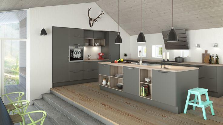 Nettoline Paris mørk grå er en kombinasjon av farger og materialer som setter sitt preg på innredningen av boligen. Her er kjøkkenet innredet med mørkegrå malte fronter kombinert med åpne reoler i ask.