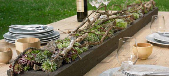 Steingartentisch fürs Diner unter freiem Himmel