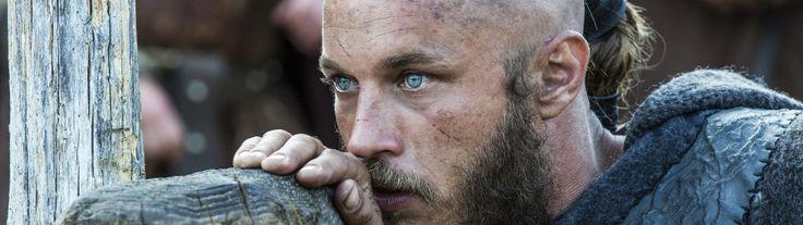 """La historia de la serie Vikings es conocida principalmente por las brutales peleas, el impresionante paisaje irlandés, la canción increíble de Fever Ray """"If I Had A Heart"""" y un elenco de hermosos y robustos hombres."""