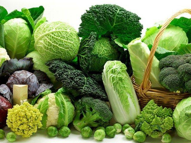 Блюда из различных видов капусты http://feedproxy.google.com/~r/anymenu/hMaC/~3/67Ly74YHy_s/  В литературе попадается фраза: капуста – королева овощей. Заслужила ли она такой титул? Попробуем разобраться. В России, наряду с картофелем, капуста чаще всего появляется на столе. Достоинств у этого овоща много. В капусте найдено много витаминов, минеральных веществ, полезных аминокислот и, что самое главное, в белокочанной капусте есть витамин U, способный противодействовать раку и помогающий