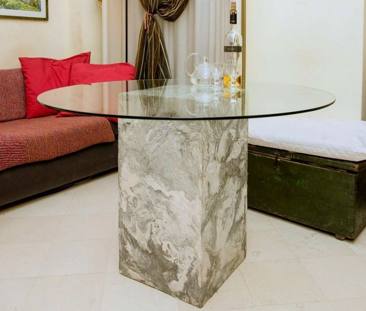 Table Punto d'incontro Table with base in decorated wood and glass top.