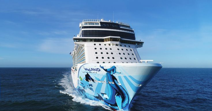 New Norwegian Bliss Becomes Biggest Cruise Ship Ever To Transit