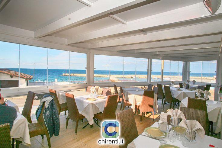 Mangiare in riva al mare è sempre un piacere.  #vetratepanoramiche   #vetratescorrevoli  #giardinidinverno  #vetrata  #coperturemobili   #vetratebalconi  #dehor  #casagiardino  #copertureamovibili