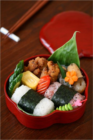 Tawara-gata Onigiri, Barrel-shaped Japanese Rice Balls Bento Lunch by ivory_bell