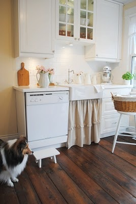 Small farmhouse style kitchen, IKEA single Domsjo sink, Lindingo white painted cabinets, reclaimed barn wood floors: Tiny Kitchen, Google Search, Cozy Kitchens, Farmhouse Style, Small Kitchen, Barn Wood Floors, Cottage Kitchens, Barnwood Farmhouse, Farmhouse Sinks They