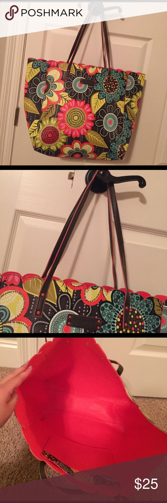 Vera Bradley Tote Bag! Vera Bradley Tote Bag! In great condition!!! Used a couple of times but still looks fabulous!!! Vera Bradley Bags Totes