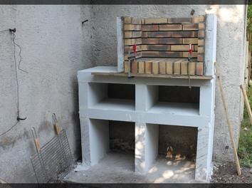 17 meilleures id es propos de barbecue en brique sur for Modele de foyer exterieur en brique