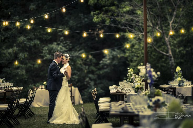 Wedding lighting with fairy lights creating a gorgeous atmosphere | Photo by Studio Fotografico Righi | www.studiofotograficorighi.it