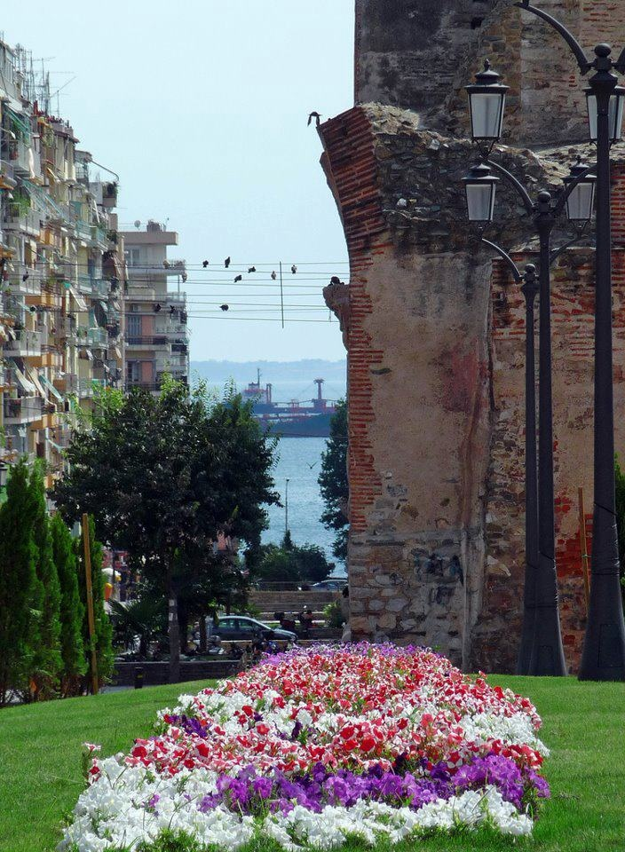 Thessaloniki city center, sea view, old and new