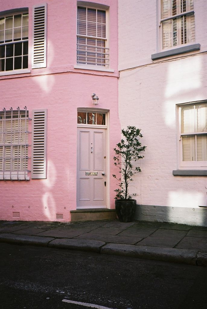 Pink House London ---- Andrew Mitchell ---- https://www.flickr.com/photos/thesheriff/3599690903/in/set-72157605882137939