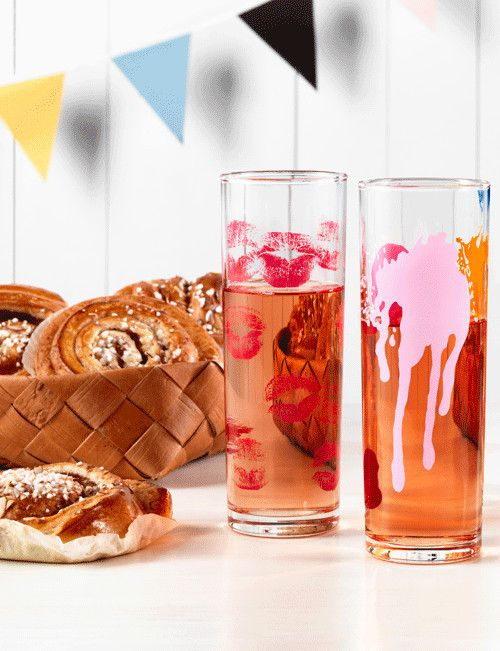 Make Up Your Kitchen glasses with cinnamon buns and lemonade, design by Åsa Jungnelius for Kosta Boda