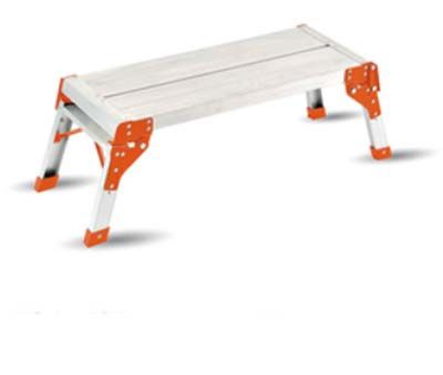 Piattaforma di lavoro pieghevole Workstep. Scaletta pieghevole con piano di lavoro 71 x 30 cm. Altezza 50 cm