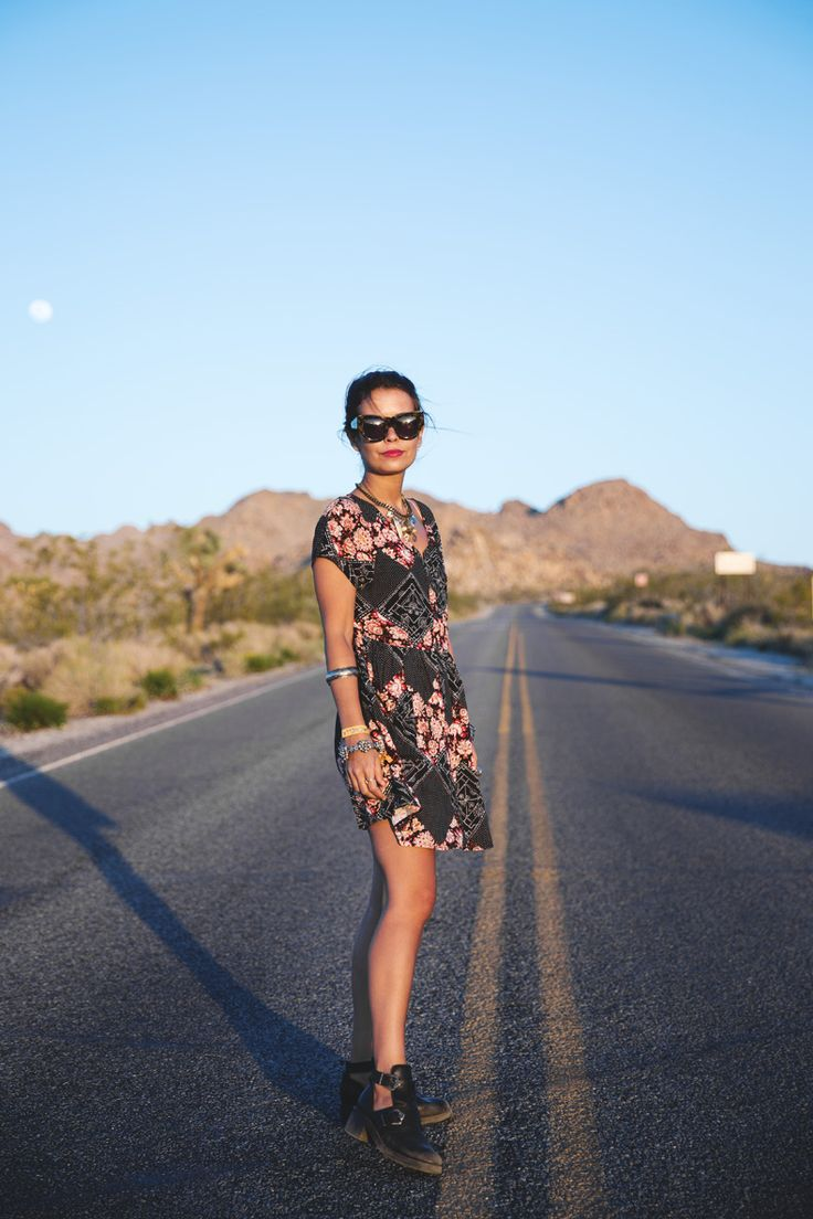 Joshua_tree-Coachella_2014-Festival_Outfit-Floral_Dress-Cut_Out_Boots-Braid-Desert-17