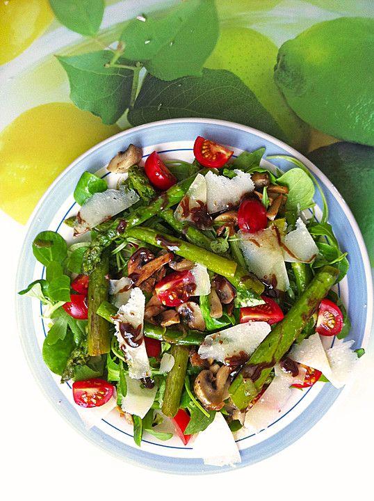 Gemischter grüner Salat mit angebratenem grünen Spargel, ein beliebtes Rezept aus der Kategorie Gemüse. Bewertungen: 65. Durchschnitt: Ø 4,4.