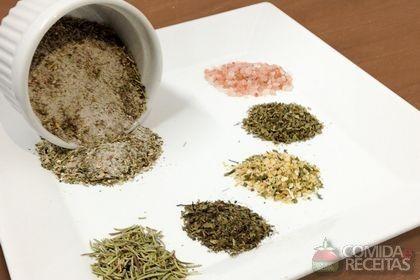 Receita de Sal de ervas especial em receitas de salgados, veja essa e outras receitas aqui!