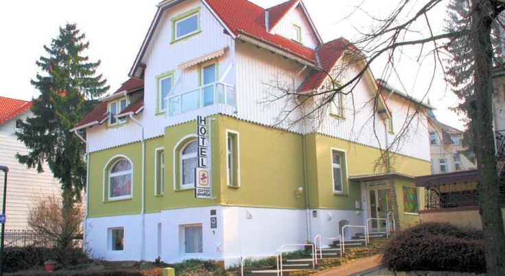 Hotel Fernblick Bad Harzburg This hotel in Bad Harzburg offers free parking and a peaceful garden. It is a 10-minute walk from the town centre, the Sole Therme baths and the Burgberg cable car.  All of the rooms at the non-smoking Hotel Fernblick include cable TV and a...