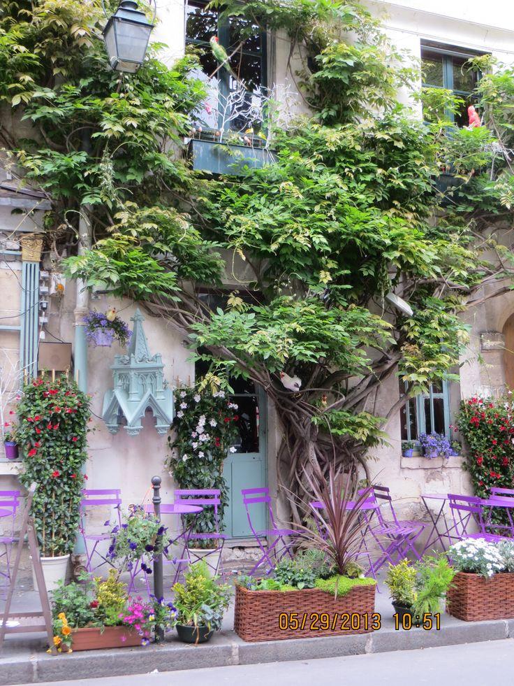Cute café near Notre Dame Cathedral