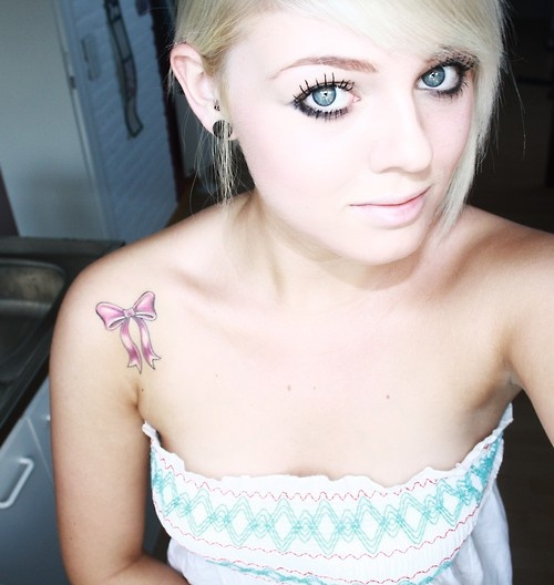 pink bow tattoo http://media-cache5.pinterest.com/upload/108367934753137608_ZMdhcYhG_f.jpg britzh style by the mile