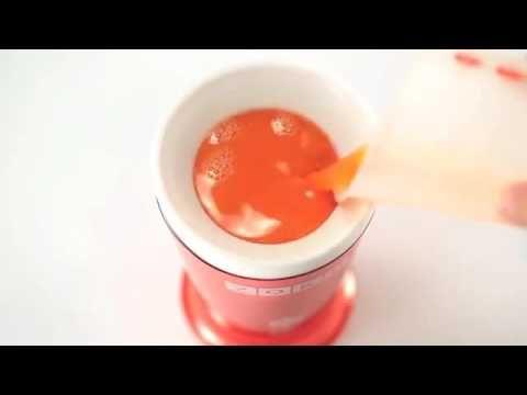 #SlushAndShakeMaker di Zoku è lo #strumento che ti permette di creare velocemente #granite, #milkshakes e molto altro... Basta lasciare il #bicchiere interno in #freezer (Zoku consiglia dalle 8 alle 18 ore), toglierlo al momento dell'utilizzo, metterlo nel bicchiere colorato e versare gli #ingredienti da te desiderati. Mescolando grattando le pareti interne con l'apposito cucchiaino, vedrai la tua #bibita ghiacciarsi velocemente.