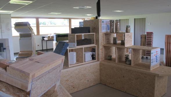 La matériauthèque est en cours d'aménagement dans le hall de la plateforme multiloisirs à Tincques.