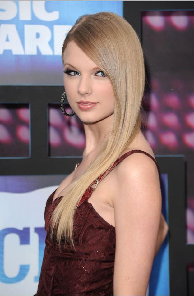 Taylor Swift En Havalı 2017 Düz Saç Modelleri