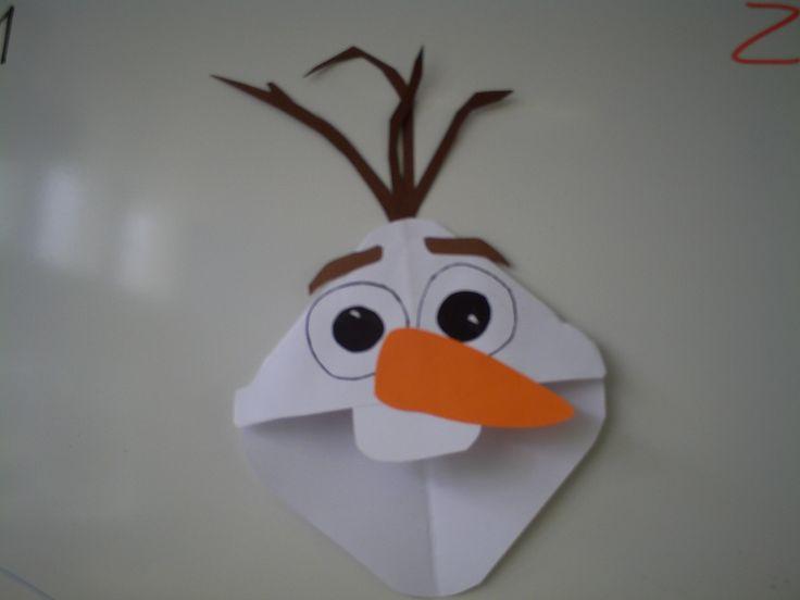 Olaf van Frozen als boekenlegger. Je schuift hem om een hoek van de blz. waar je bent gebleven.
