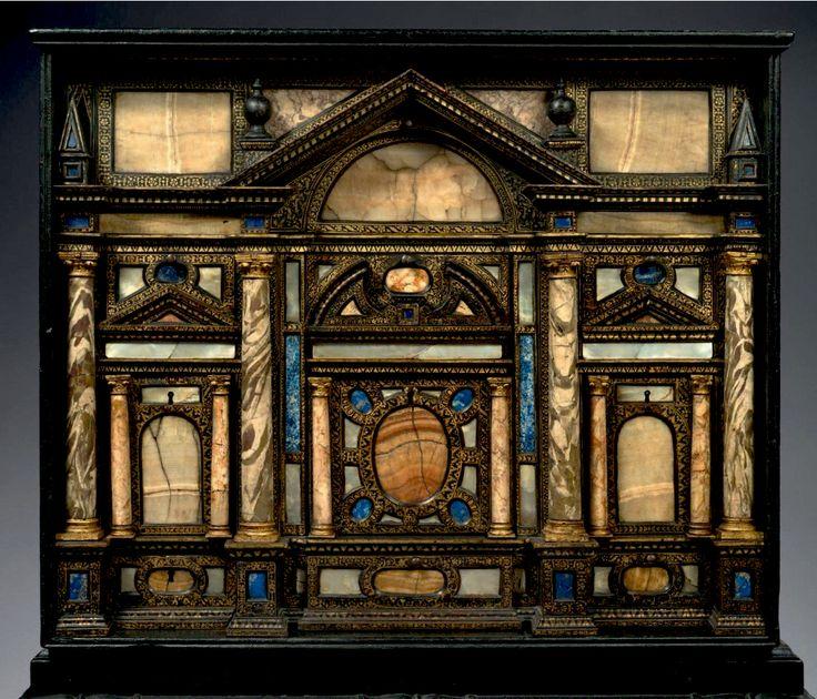 CABINET Bois noirci et doré lapis lazzuli, marbre, nacre, jaspe H 61 cm L 75,5 cm P 40,5 cm Italie 17eme.jpg