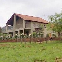 Cynthia's Country House offers self-catering and farm guest house accommodation in Broederstoom, Hartbeespoort Dam just 1km from Crocodile River. Sleeps 11 with Boma and Lapa next to swimming pool.