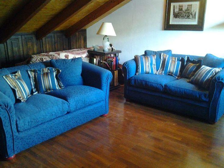 divani sfoderabili rivestiti in tessuto lavabile - due fantasiue coordinate - e coordinati con cuscini