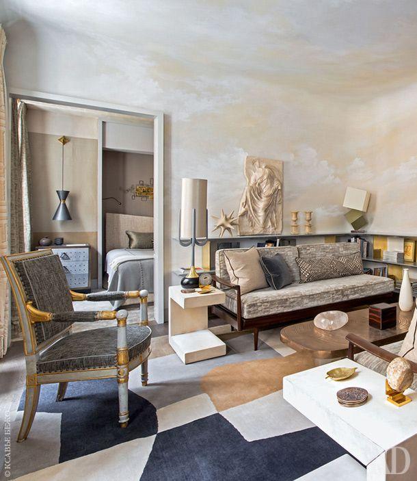 Гостиная. Диваны, Knoll, 1960-х годов в новой обивке, Zimmer+Rohde; антикварные придиванные столики по дизайну Пауля Франкля, ковер подизайну Жан-Луи Денио, Galerie Diurne.