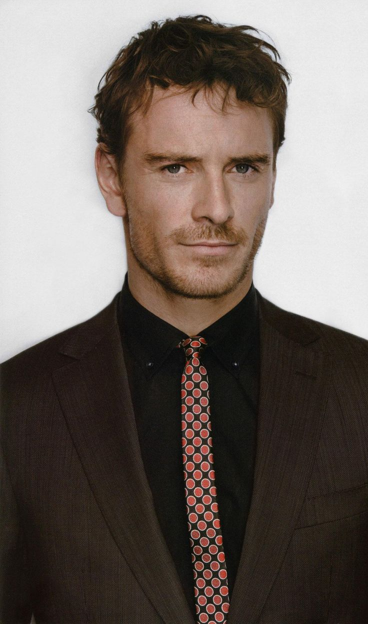 Michael Fassbender, I think he should play as Mr. Grey in the movie adaptation for Fifty Shades of Grey !