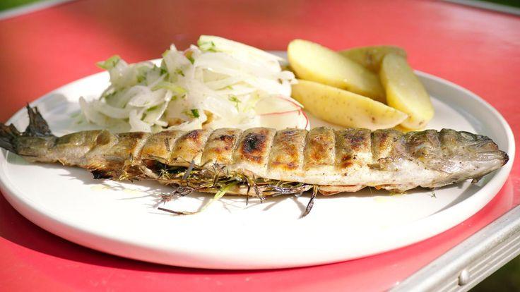 Gegrilde forel met venkelsalade en lauwe aardappelen | Dagelijkse kost