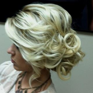 curly side updo.: Hair Ideas, Wedding Idea, Hairstyles, Hair Styles, Makeup, Prom Hair, Updos, Wedding Hairs, Side Bun