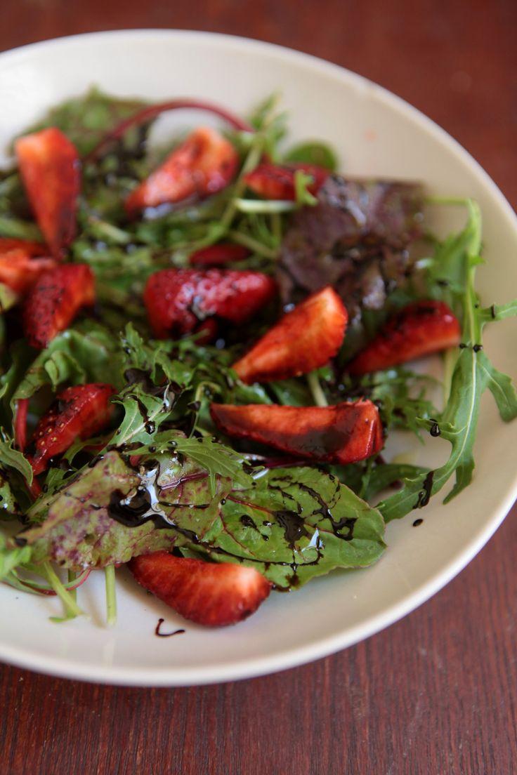 salada rucula morango