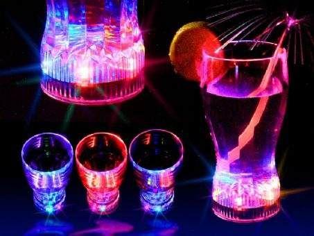 8 best images about neon on pinterest glow neon colors for Vasos de coctel