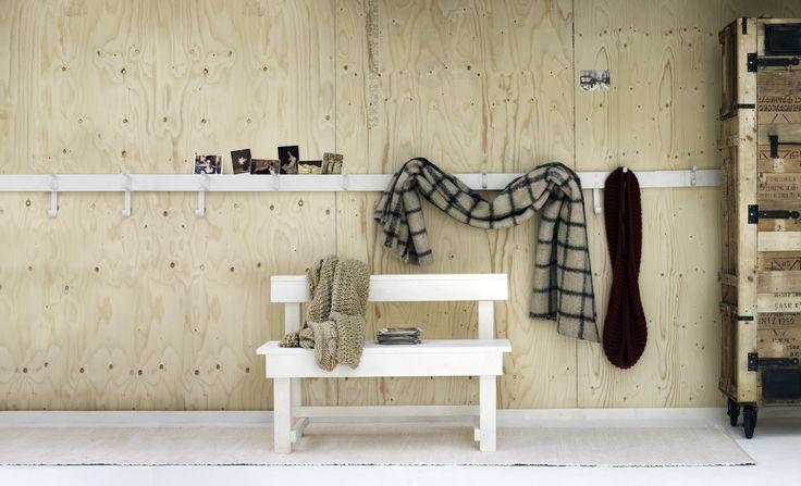 Een ode aan de lambrisering Deze maand een ode aan de lambrisering. Omdat het de muren en daardoor de hele ruimte mooier maakt, omdat je het ook een functie kunt geven, omdat het op allerlei eigentijdse manieren kan.