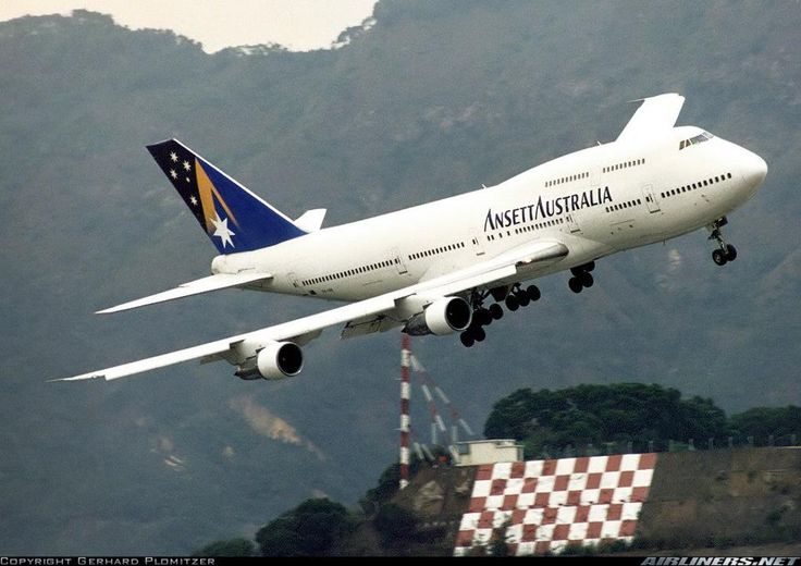 Ansett Boeing 747 into HKG. Photo by Gerhard Plomitzer